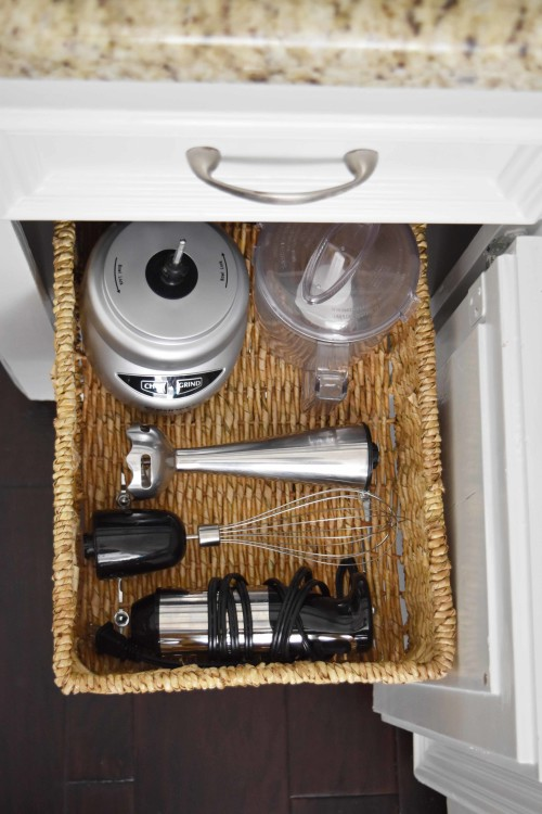 Under Cabinet Pull-Out Basket