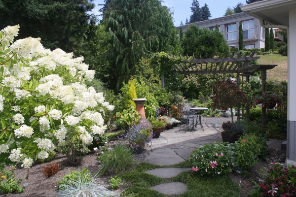 A garden from a past Edmonds in Bloom tour.