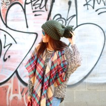 Holiday cool look, oversized beanie, red, green, blanket scarf, oversized scarf, oversized sweater