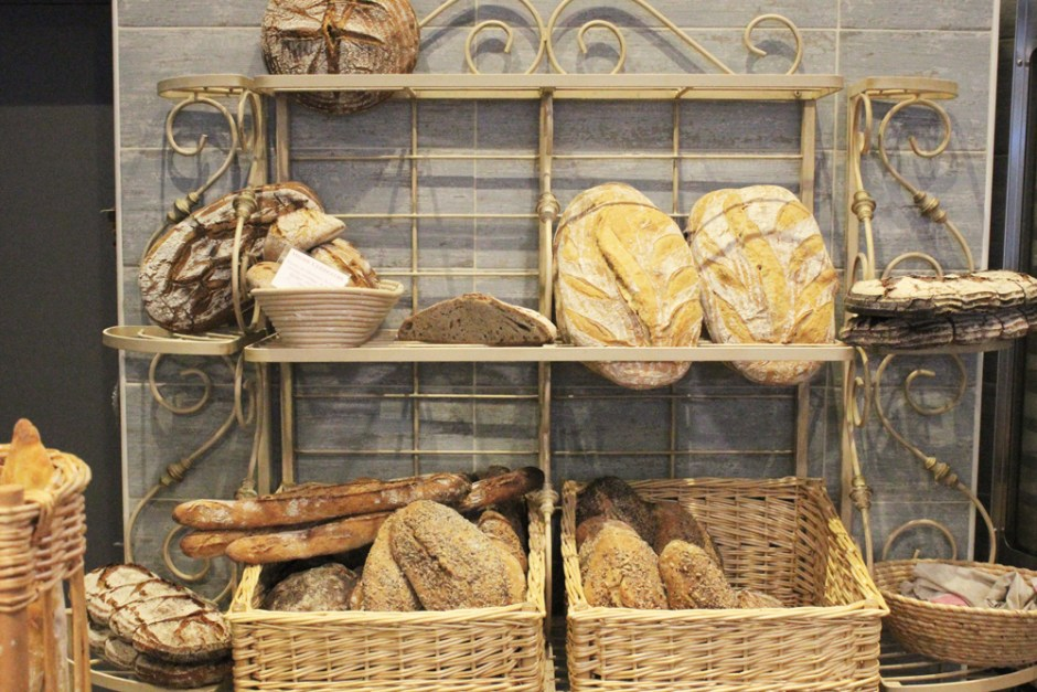 Dame-Farine-Artisan-Bread-display