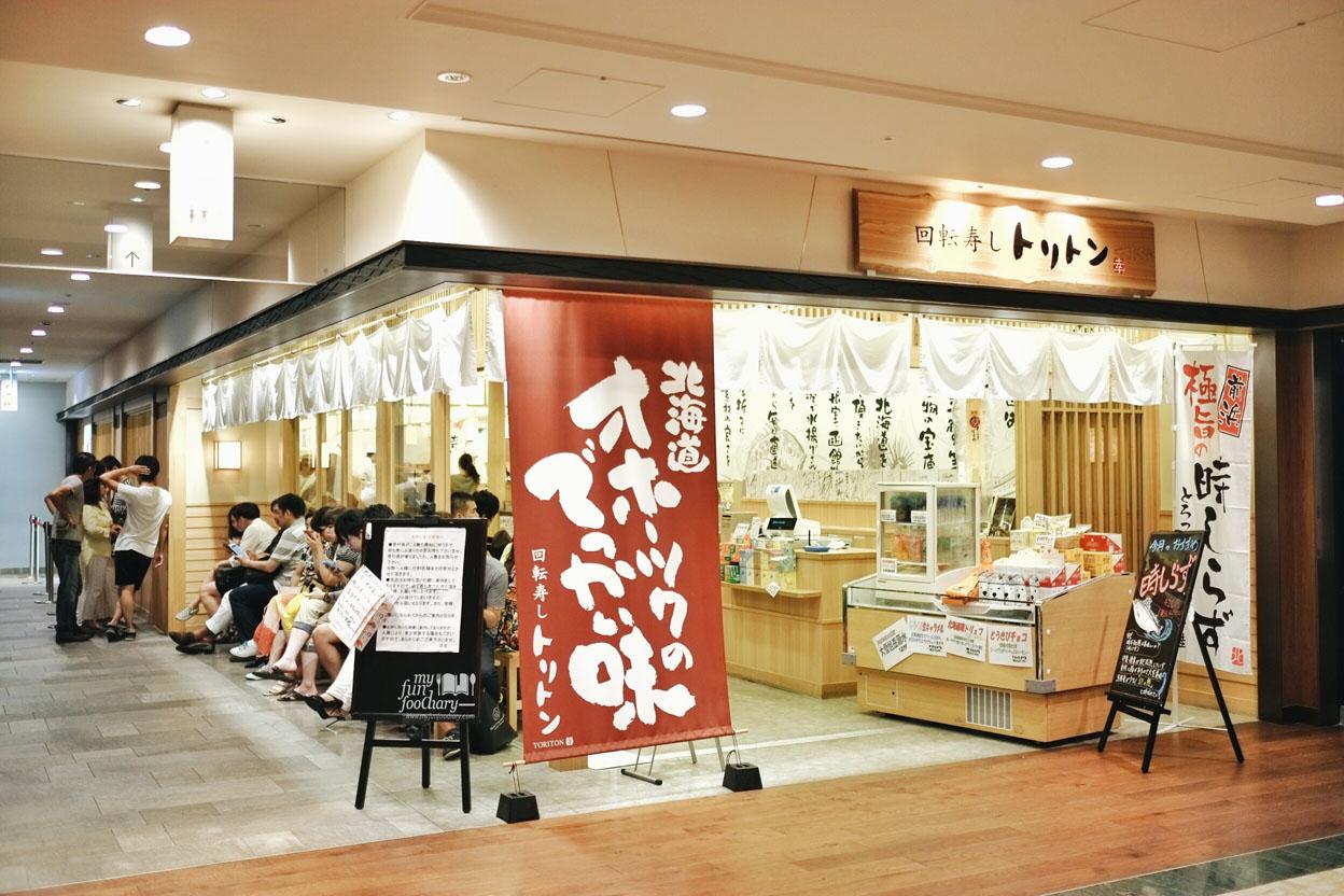 Tampak Antrian Dari Samping Toriton Sushi Tokyo By