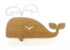 balena orologio-muro di Decoylab Design Studio fatti a mano in bambù ecologico con superficie trattata con oli naturali