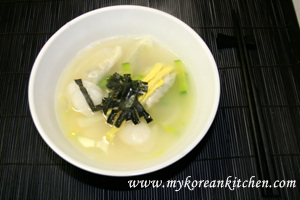 Rice Cake and Instant Dumpling Soup (Ddeok Mandu Guk in Korean)1