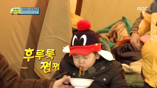 Yoon-Hoo eating Jjapaguri