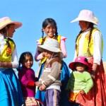 Kinder auf den Uros Inseln