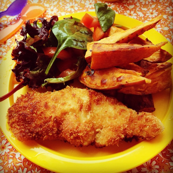 crispy chicken strips, sweet potato wedges & tomato salad