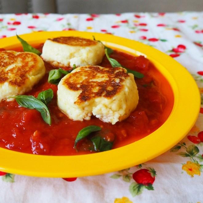 ricotta fritters w' tomato basil sauce