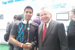 MUST SEE: Stephen Elop Visits the Nokia Booth (Plays Fruit Ninja on the Kinect!) – Plus some Random MWC Nokia Fun