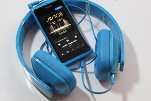 Accessories: Nokia Purity HD, Cyan Monster with Nokia N9 (Huge Gallery)