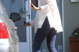 The Beautiful Jessica Alba gets a Stunning Red Nokia Lumia 920!