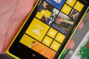 Nokia Lumia 920 available in UK, trip around the stores (yellow is delightful!) +Another slight rant on ads.