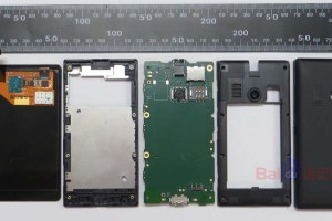 More Nokia Lumia 505 Pictures as well as disassembly/internal photos