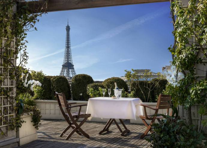 10 best rooftops in paris my parisian life. Black Bedroom Furniture Sets. Home Design Ideas