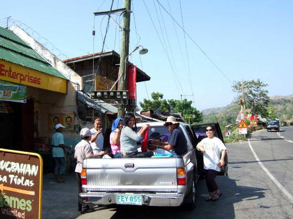 The nine of us stop at Tiolas, Iloilo for breakfast
