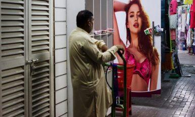 Peep Show - Khurram Lawrence Street Portrait Photography