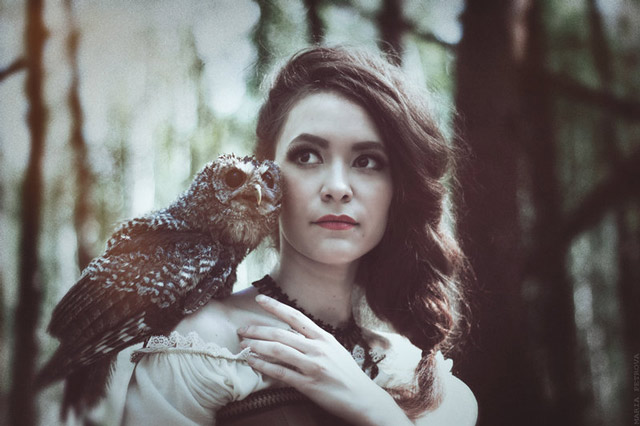 Girl outdoor portrait photograph with an owl