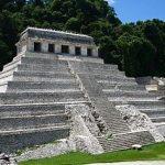 320px-Palenque_temple_1