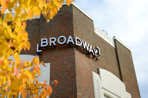 broadwayletchworth2017_new_sign_with_autumn_leaves_nov_16