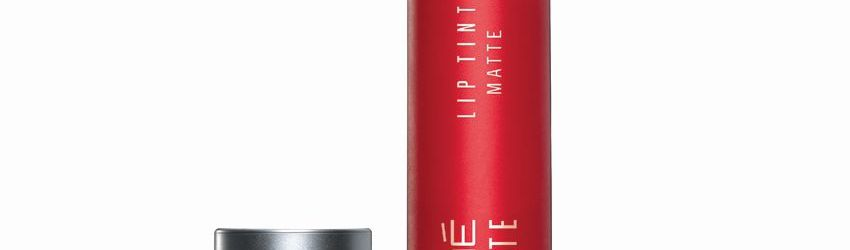 Lakme Absolute Lip Pout Matte Raving Red Lip Color 3.5 g @Rs. 520
