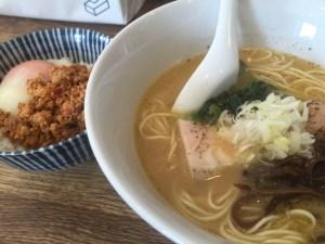 鳥白湯のラーメン   + そぼろご飯の温玉乗せ