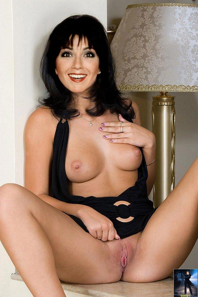 Sarah lancaster nip slip