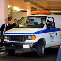 Ambulancia que levou Whitney Houston ao necróterio.