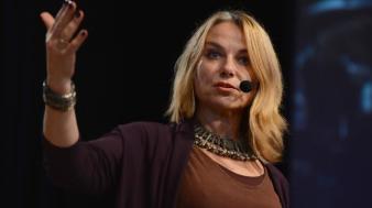 Ela já palestrou em dezenas de países sobre o conflito entre amor e desejo