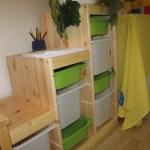 Nové skříně a úložné boxy v setkávací místnosti