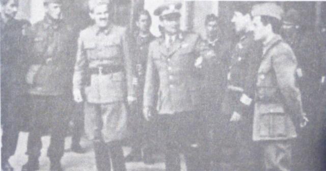 Foto: Tito s nekim suradnicima, u Mariboru, koncem svibnja 1945. Iz knjige 'Huda jama', Roman Leljak, str. 161
