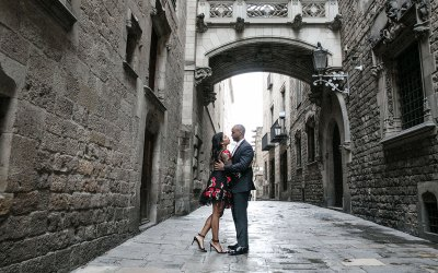 Magical photo shoot in Gothic Quarter in Barcelona