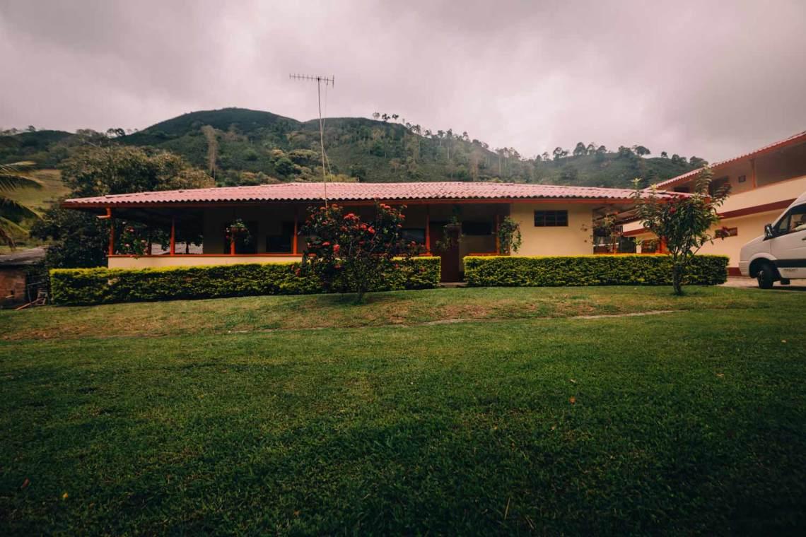 colombia_coffee_break_farm_building