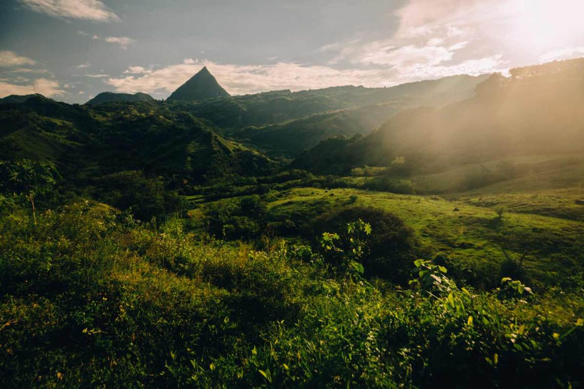 colombia_coffee_break_landscape_pyramid_mountain