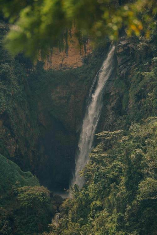 colombia_coffee_break_waterfall