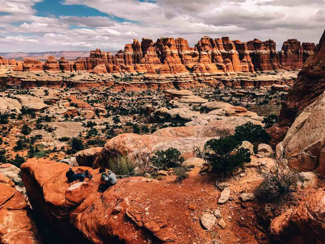canyonlands_national_park_quest_standing_rock_formations_view