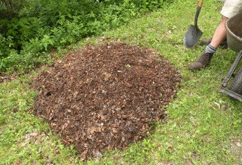 compost_spread-woodchips_350