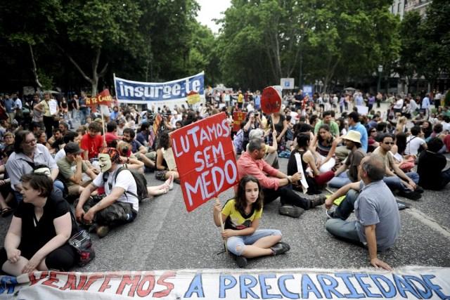15M protestors occupy street in Lisbon