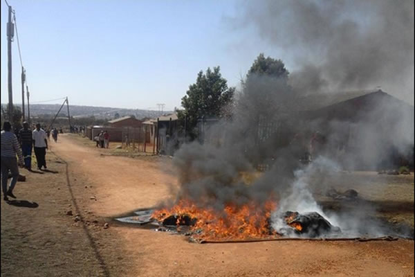 Snake pastor tent on fire ' the EFF members say the pastor will not be allowed to erect a church again. (Picture by @ANN7tv)