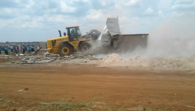 Harare City Council yesterday demolished 200 illegal structures along High Glen and Kambuzuma Roads