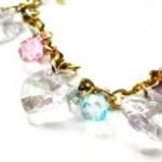 透明な飾りのネックレスの写真素材