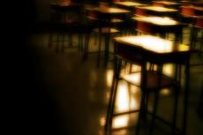 夕陽が射し込む放課後の教室