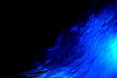 水面の波紋と光