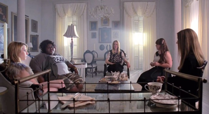 rs_1024x561-131126153051-1024.american-horror-story-coven-set-5