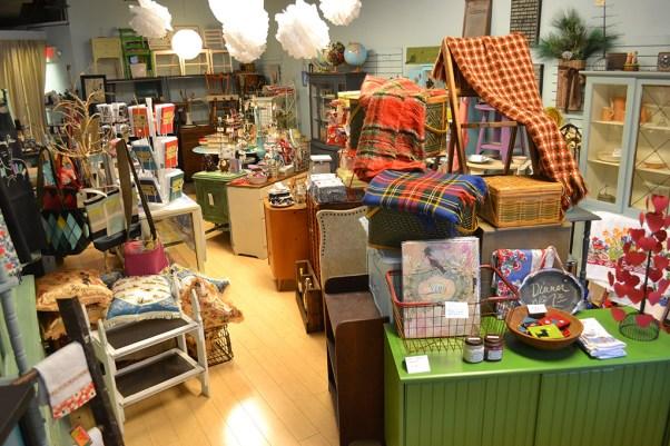 Vintage furniture store near Chicago