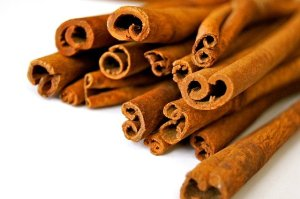 The image shows cinnamon sticks.