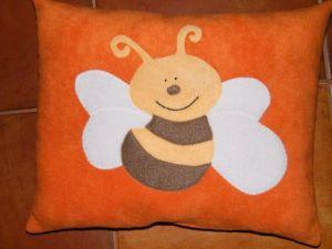 05/1. Méhecske narancssárga alapon
