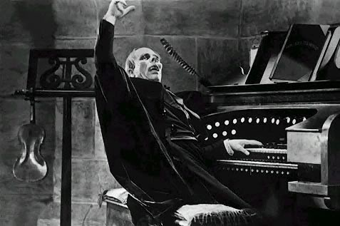 The Phantom of the Opera (1925): Lon Chaney at the organ