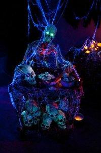Haunt at Helizondo blakc light skulls