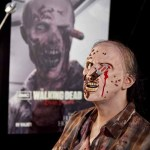A walker from THE WALKING DEAD has had an unfortunate accident with a screwdriver at the Halloween Horror Nights preview
