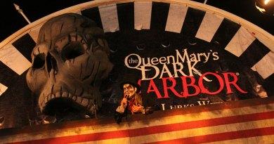 QueenMaryDarkHarbor2014-Entrance-closer-img_6375
