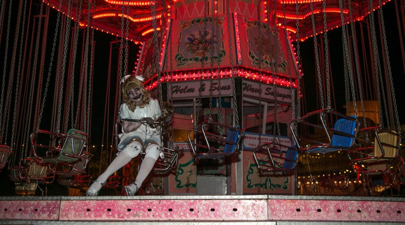 queen-mary-dark-harbor-2015-scary-mary-on-merry-go-round